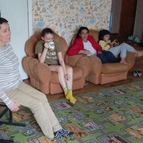 В Новосибирске одиноким мамам с детьми помогают психологи