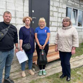 Сотрудники Епархиального комплексного центра доставила продуктовый наборы нуждающимся жителям Маслянинского района