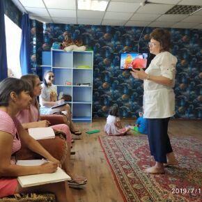 В Новосибирске одиноким мамам с детьми помогают психологи и юристы
