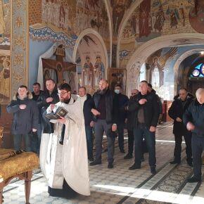 Сотрудники социальных гостиниц приняли участие в молебне на начало нового года