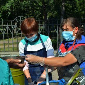 В Новосибирске сотрудники епархии организовали кормление нуждающихся